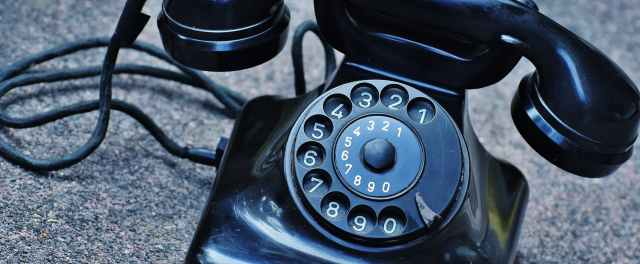 phone-old-year-built-1955-bakelite-163008.jpeg